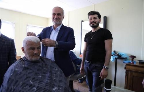Arnavutköy Belediyesi'nden Yaşlılara Tıraş Hizmeti