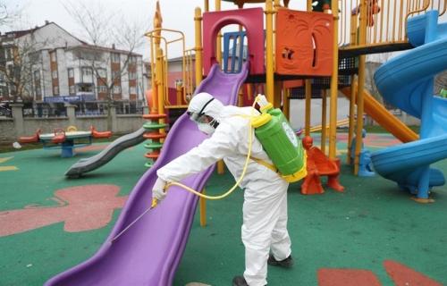 Her Gün 30 Park Dezenfekte Ediliyor