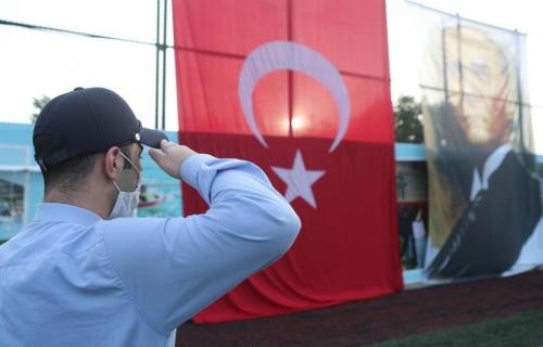 Arnavutköy'deki Tüm Statlarda İstiklal Marşı Çalındı