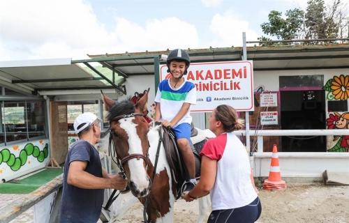 Yaz Okulu Öğrencileri, At Binicilik Eğitimi Aldılar