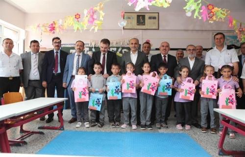 Yeniköy Çetinkaya Ortaokulu'nda Karne Heyecanı