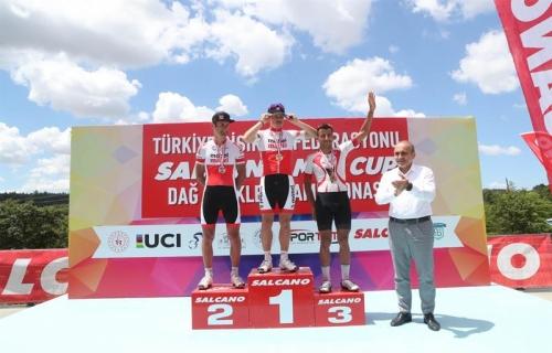 Arnavutköy'de Bisikletçiler Kıyasıya Yarıştı