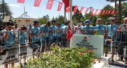 1100 Km Pedal Çevirerek, Şehidin Kabrine Ulaştılar