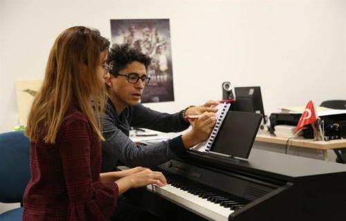 Huzur Kelimesinin Müziğe Dönüşmüş Hali: Piyano